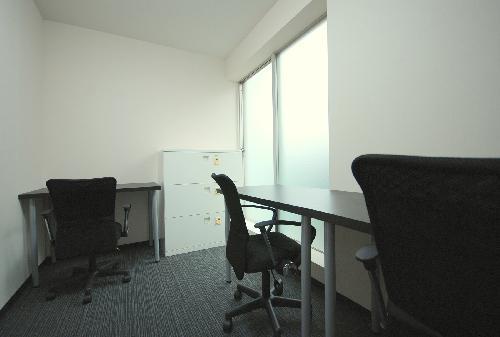窓付きの明るい部屋
